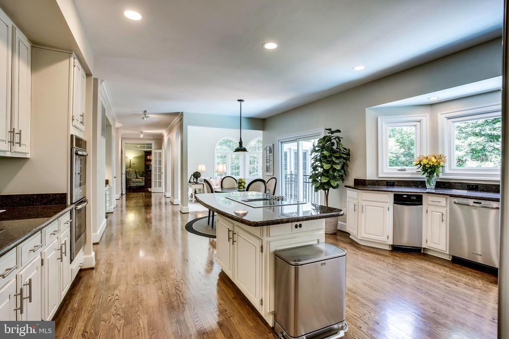 Expansive kitchen flows through to family room - 1298 STAMFORD WAY, RESTON