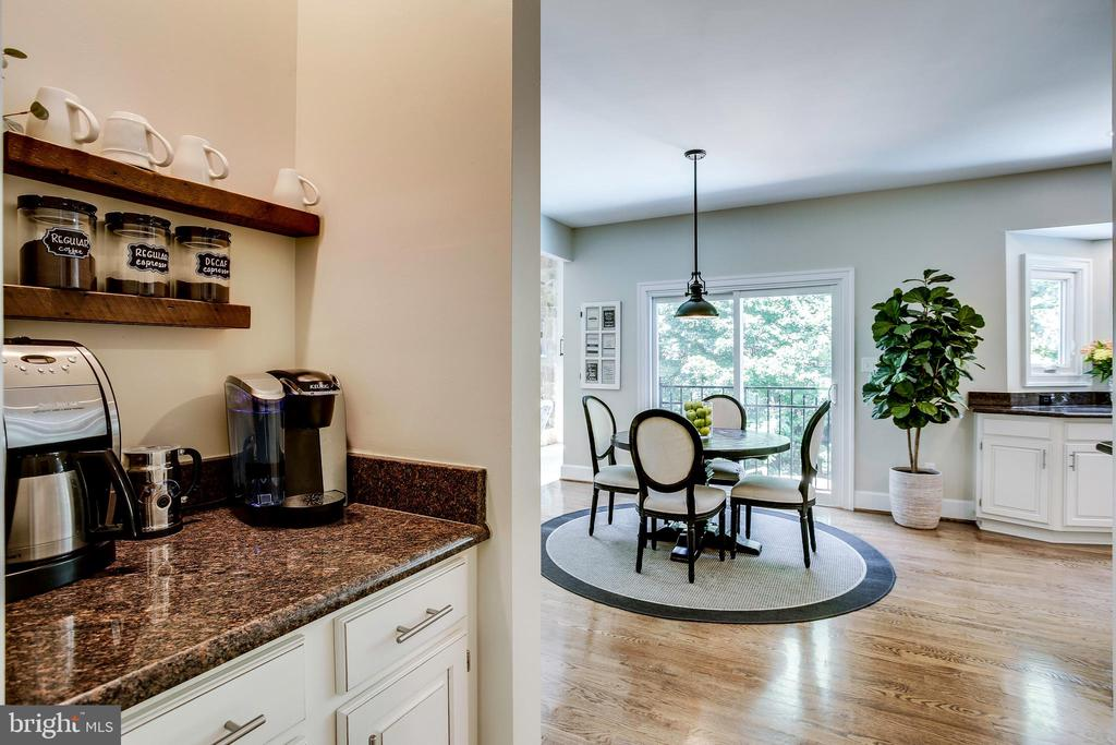 Coffee bar or butler's pantry - 1298 STAMFORD WAY, RESTON