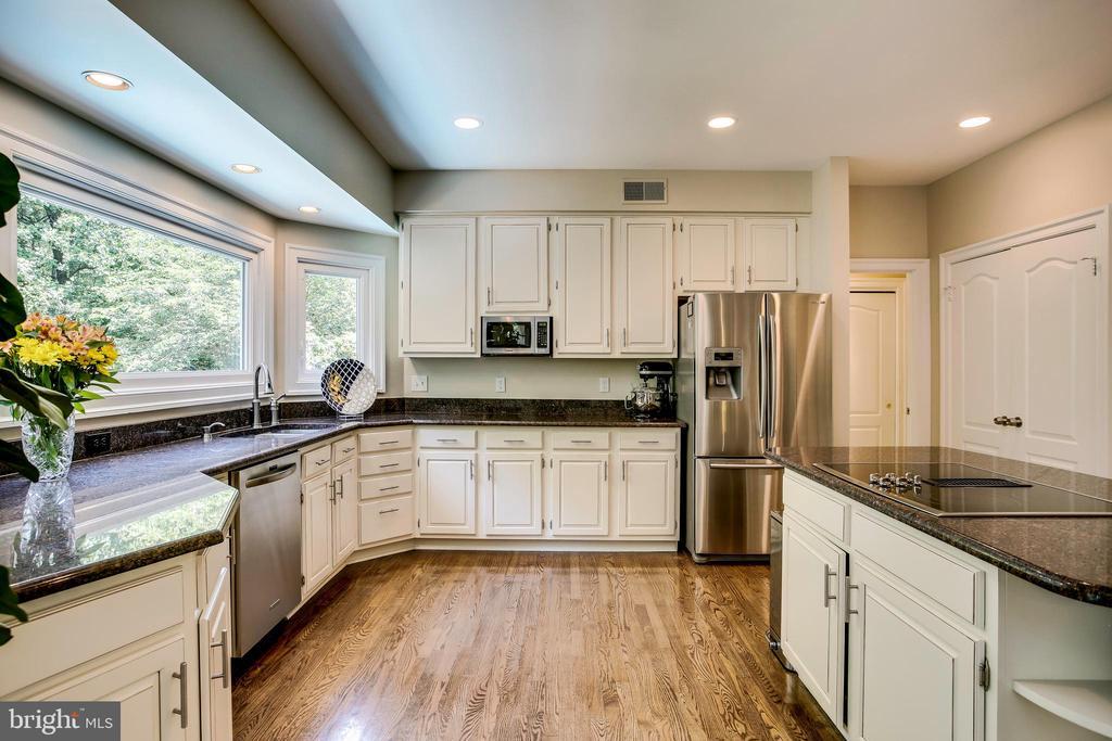 Updated kitchen cabinetry - 1298 STAMFORD WAY, RESTON
