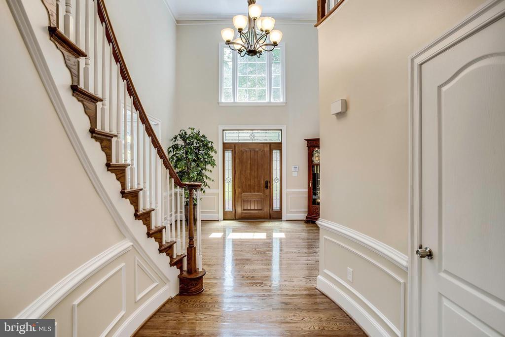 Gleaming hardwood flooring & custom millwork - 1298 STAMFORD WAY, RESTON