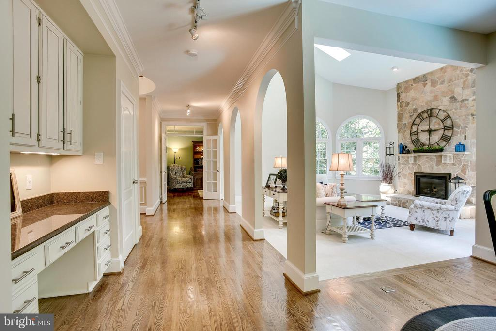 Open and airy main level - 1298 STAMFORD WAY, RESTON