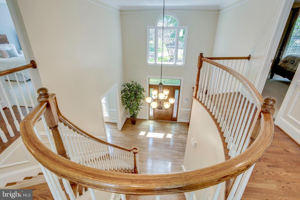 Beautiful curved staircase - 1298 STAMFORD WAY, RESTON