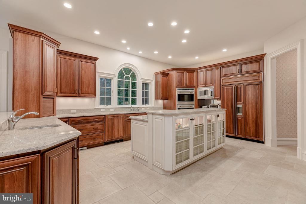 Kitchen - 916 MACKALL AVE, MCLEAN