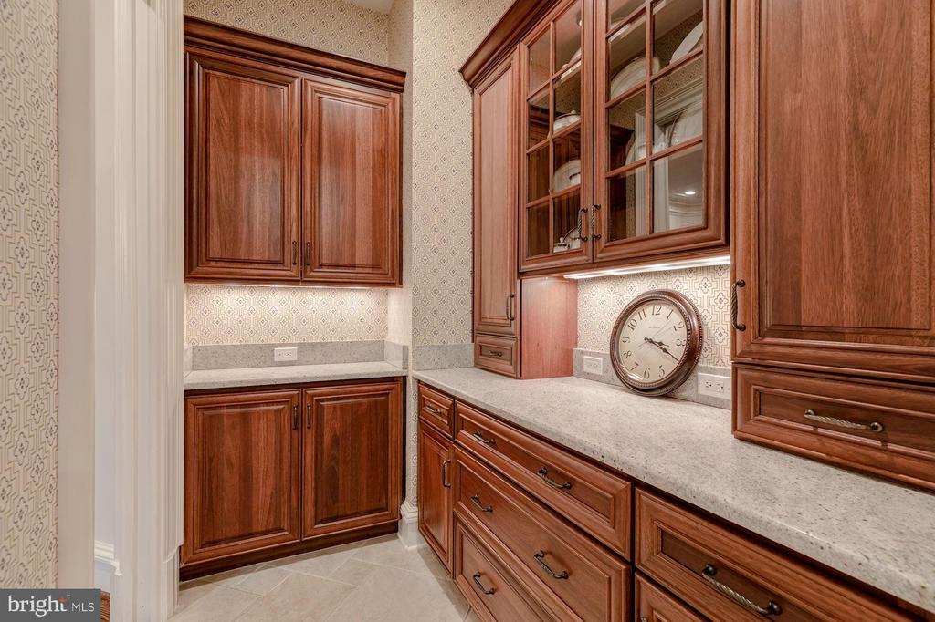 Butler's Pantry - 916 MACKALL AVE, MCLEAN