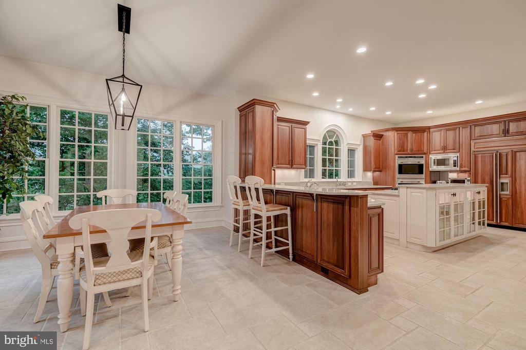 Kitchen & Breakfast Room - 916 MACKALL AVE, MCLEAN