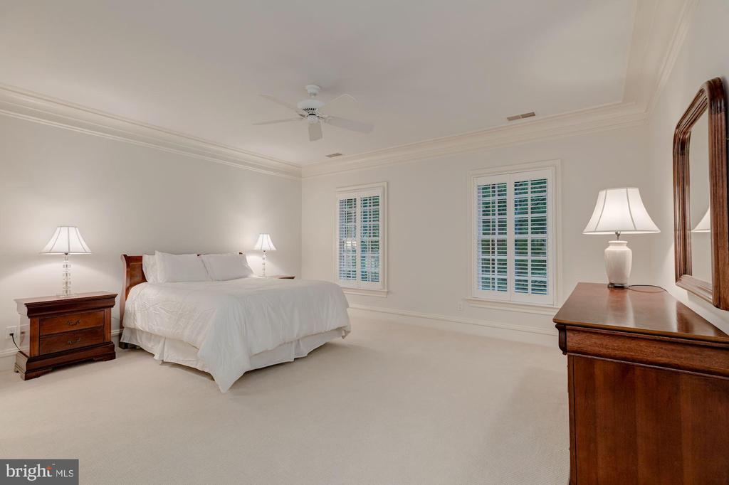 Bedroom 2 - 916 MACKALL AVE, MCLEAN