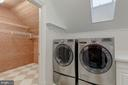Upper Level Laundry Room - 916 MACKALL AVE, MCLEAN