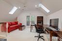 Third Level Loft / Bedroom 5 with Balcony - 916 MACKALL AVE, MCLEAN
