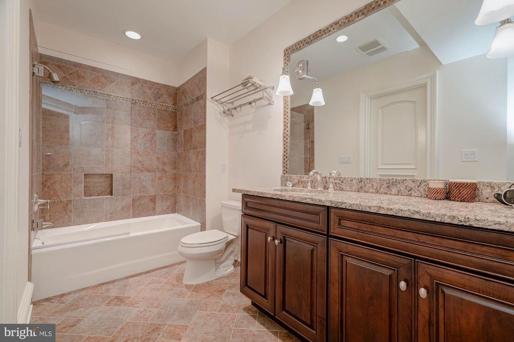 Lower Level Full Bath - 916 MACKALL AVE, MCLEAN