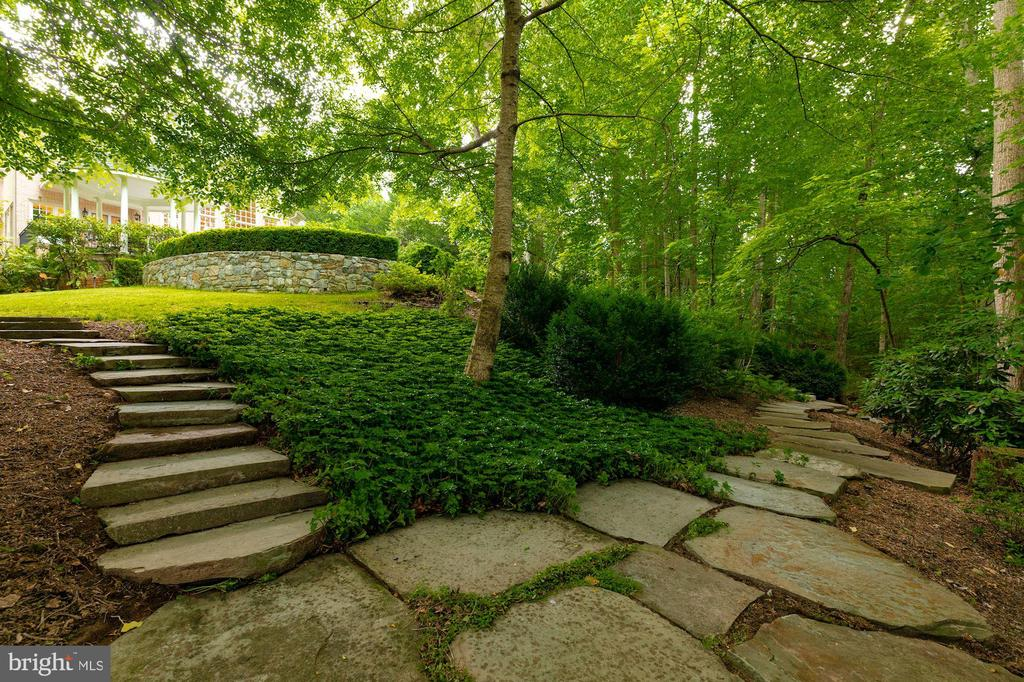 Hardscaping leading to Path - 916 MACKALL AVE, MCLEAN
