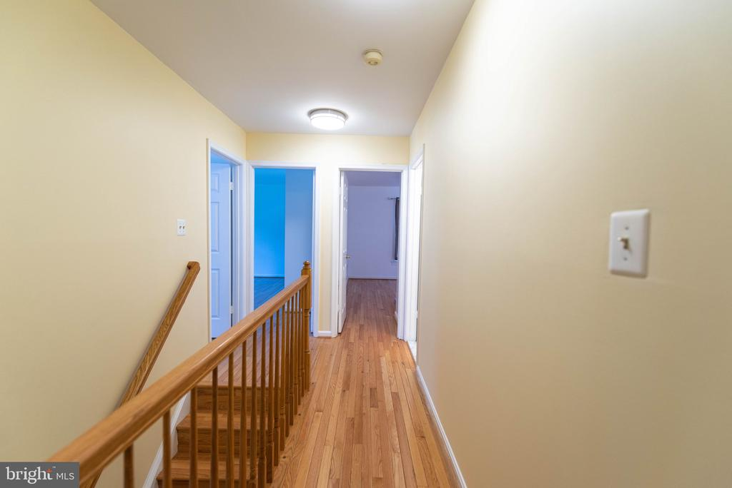 Hallway leading to bedroom - 8225 BAYBERRY RIDGE RD, FAIRFAX STATION