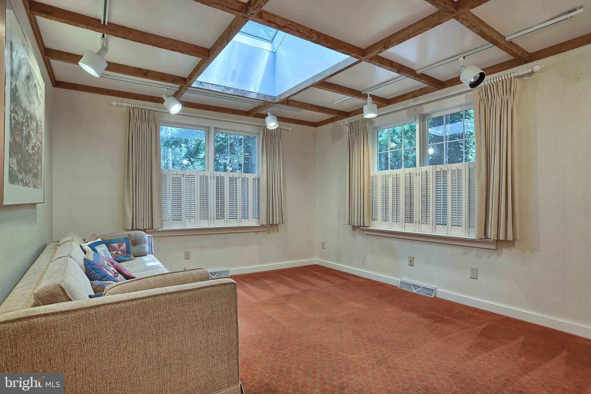 1st floor office or bedroom