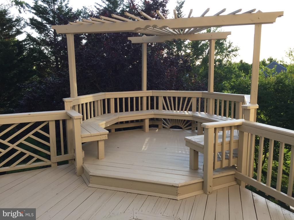 Freshly stripped and restained! - 20377 WATER VALLEY CT, STERLING