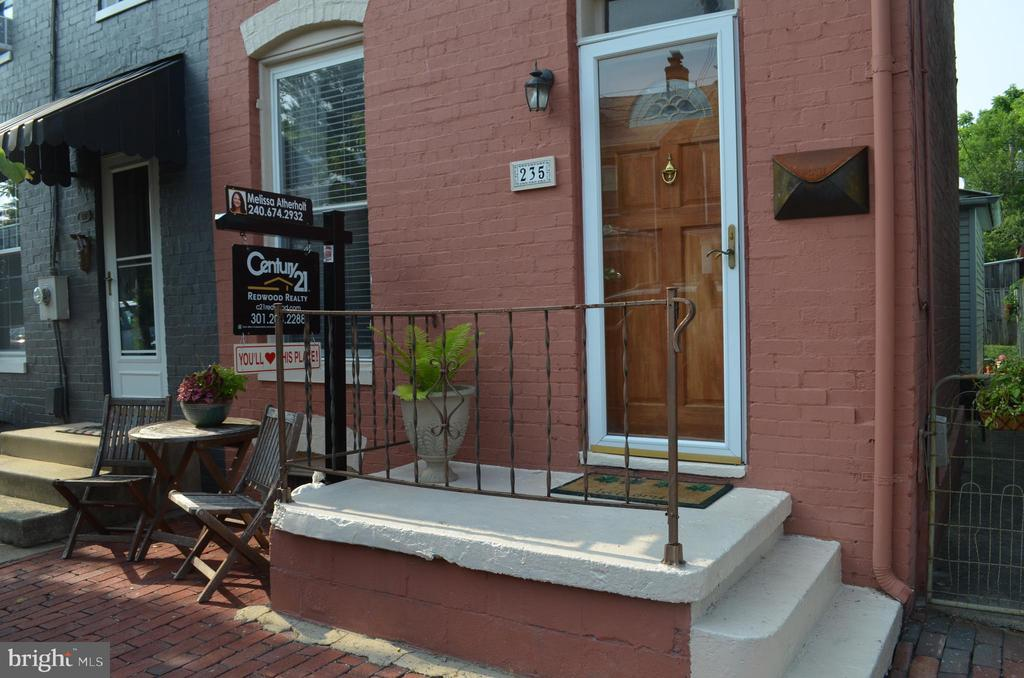 Relax on your front patio - 235 W 5TH ST, FREDERICK