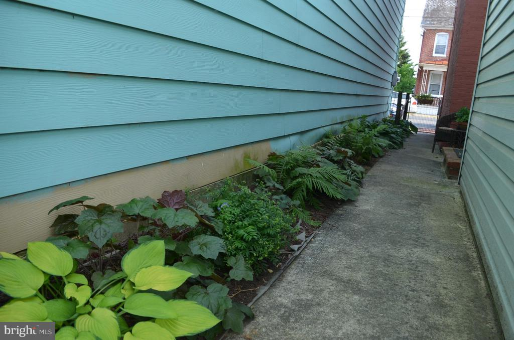 Private alley is yours! - 235 W 5TH ST, FREDERICK