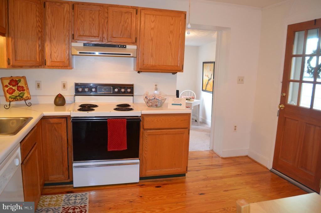 Kitchen with gorgeous pine hardwood flooring - 235 W 5TH ST, FREDERICK