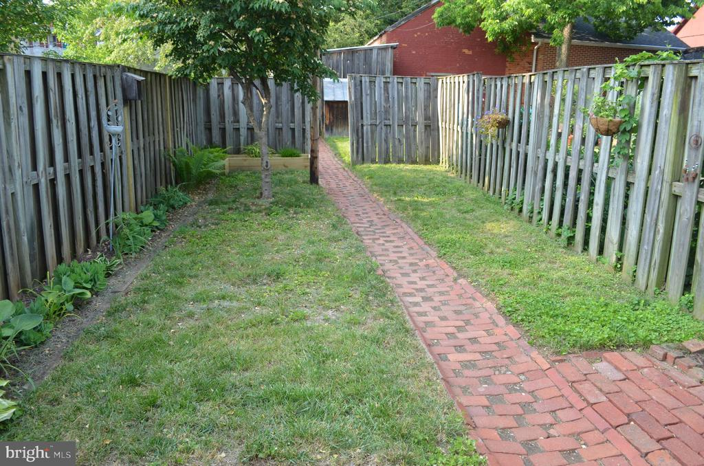 Back yard has 2 sections with beautiful landscapin - 235 W 5TH ST, FREDERICK