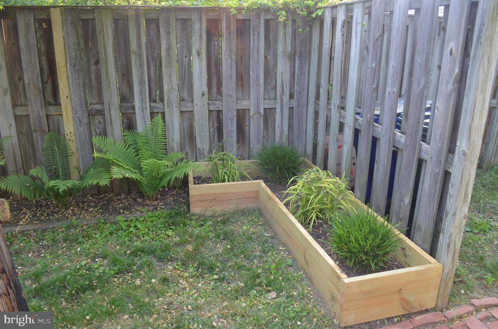 Gardening anyone!? - 235 W 5TH ST, FREDERICK