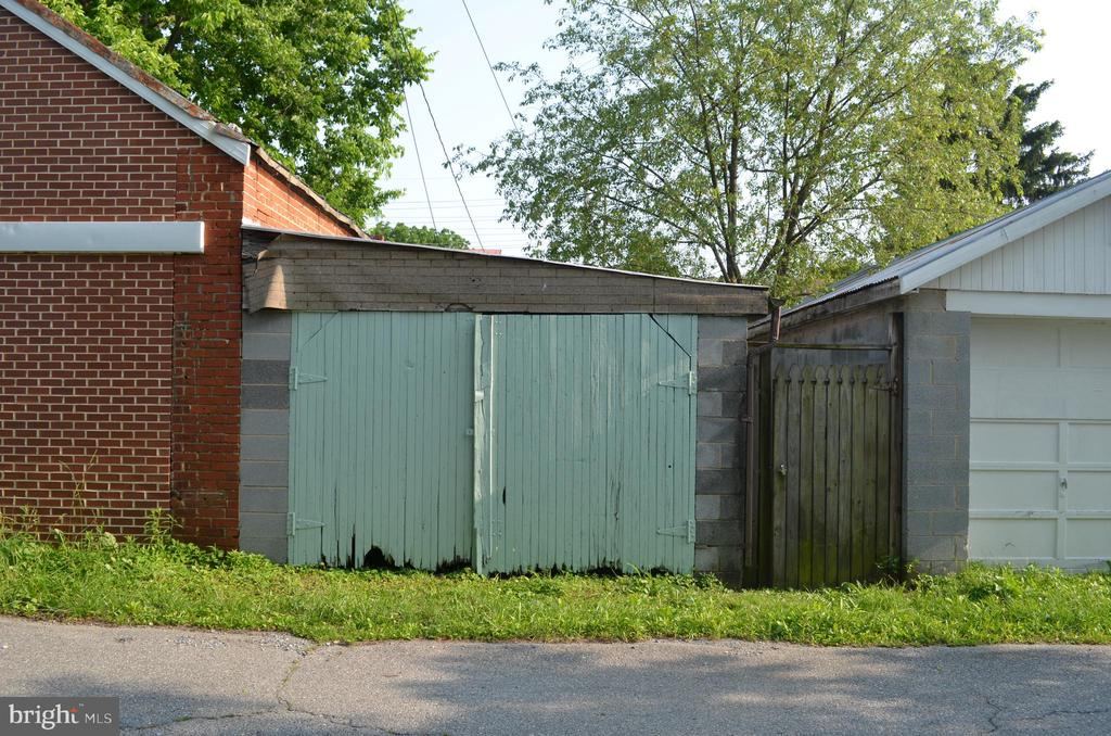 Detached single garage in alley behind home - 235 W 5TH ST, FREDERICK