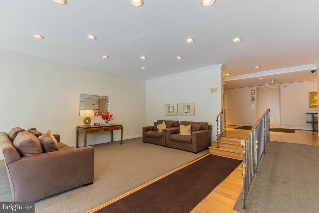 Building lobby - 5406 CONNECTICUT AVE NW #401, WASHINGTON