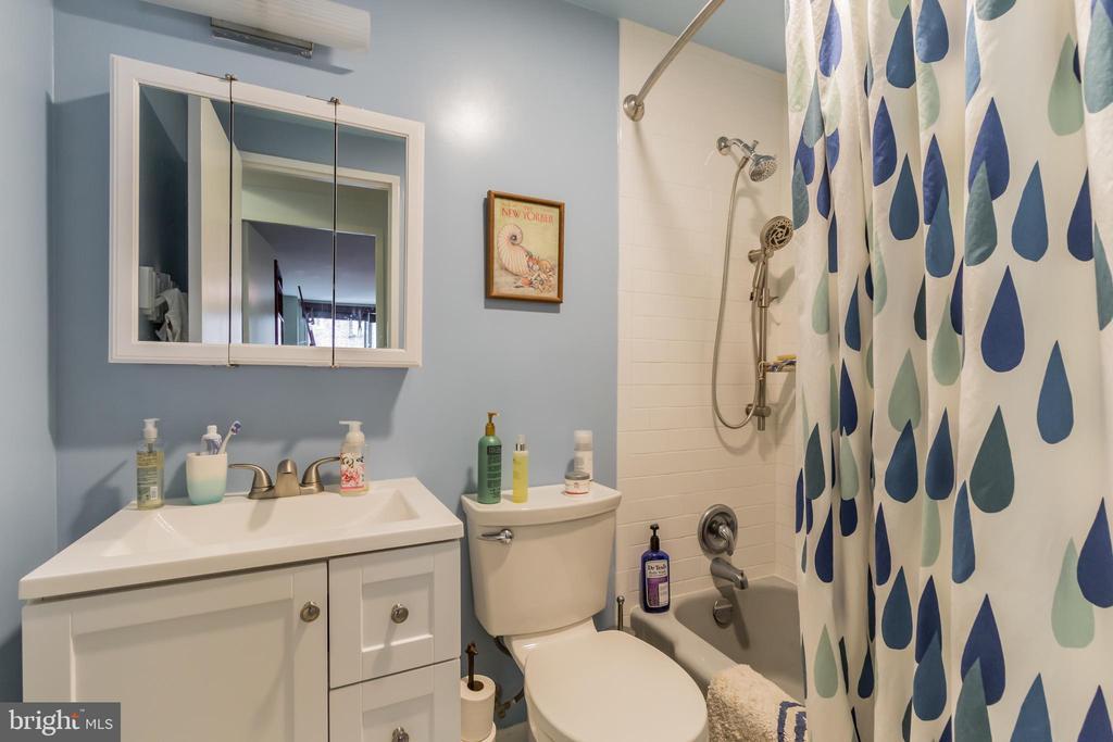 Renovated bathroom - 5406 CONNECTICUT AVE NW #401, WASHINGTON