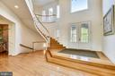 Curved Staircase at the Foyer - 43552 TUCKAWAY PL, LEESBURG