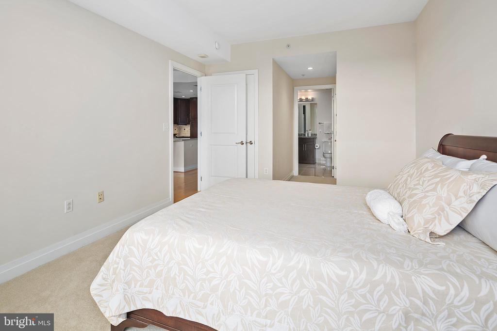 View of connected bath and walk in closet - 8220 CRESTWOOD HEIGHTS DR #514, MCLEAN