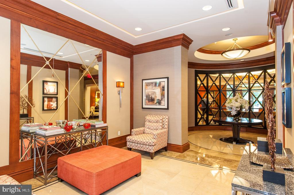 Community - 8220 CRESTWOOD HEIGHTS DR #514, MCLEAN