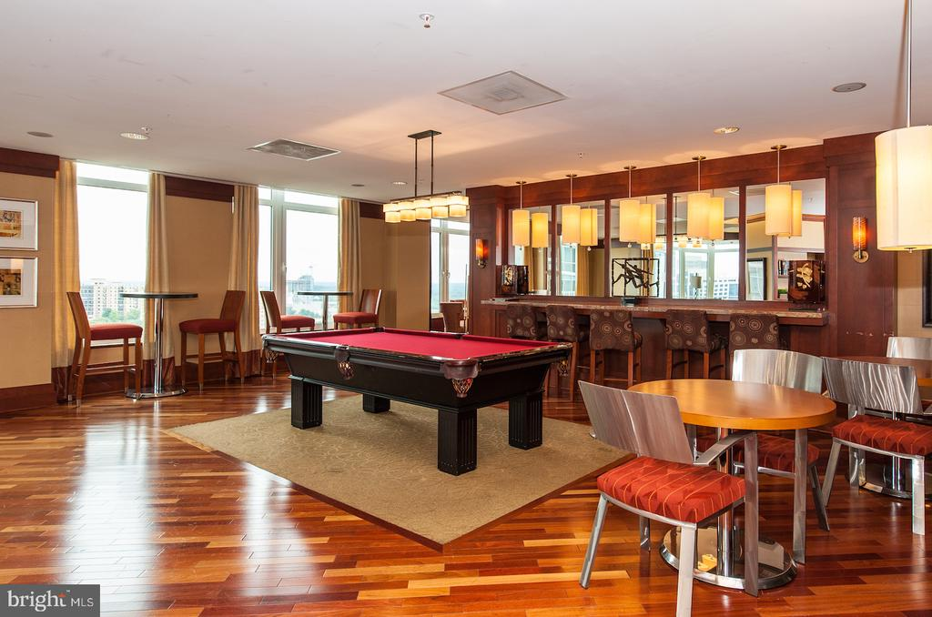 Party room for 150 with panoramic views - 8220 CRESTWOOD HEIGHTS DR #514, MCLEAN