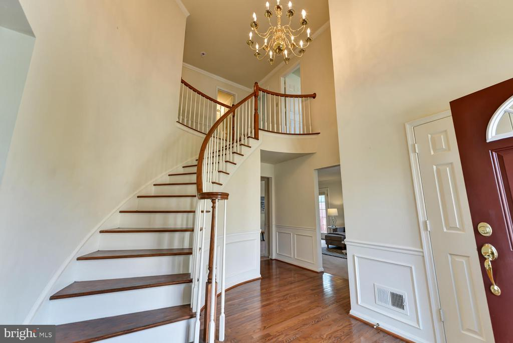 Foyer with view to living room - 2035 PIERIS CT, VIENNA