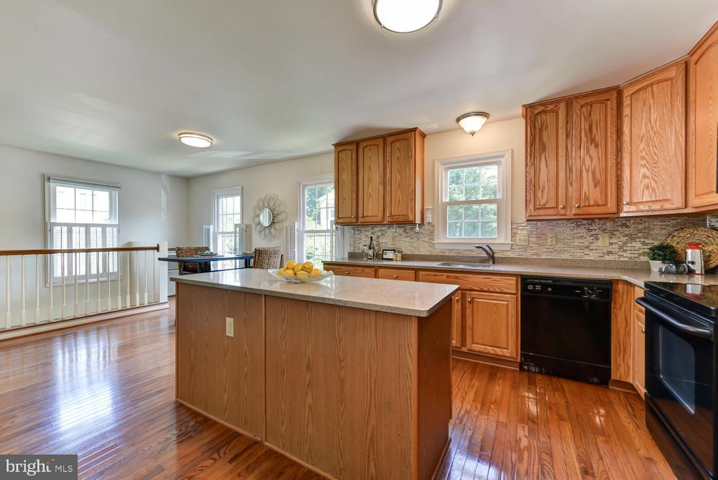 Kitchen with with view of staircase to lower level - 2035 PIERIS CT, VIENNA