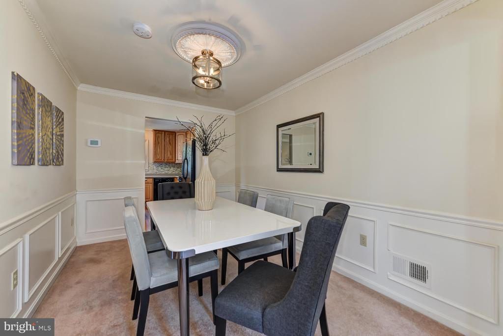 Dining room with view to kitchen - 2035 PIERIS CT, VIENNA
