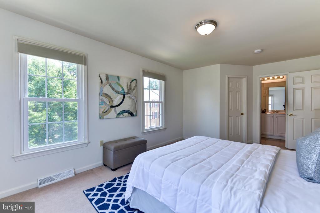 Master bedroom with view  to  en-suite bathroom - 2035 PIERIS CT, VIENNA