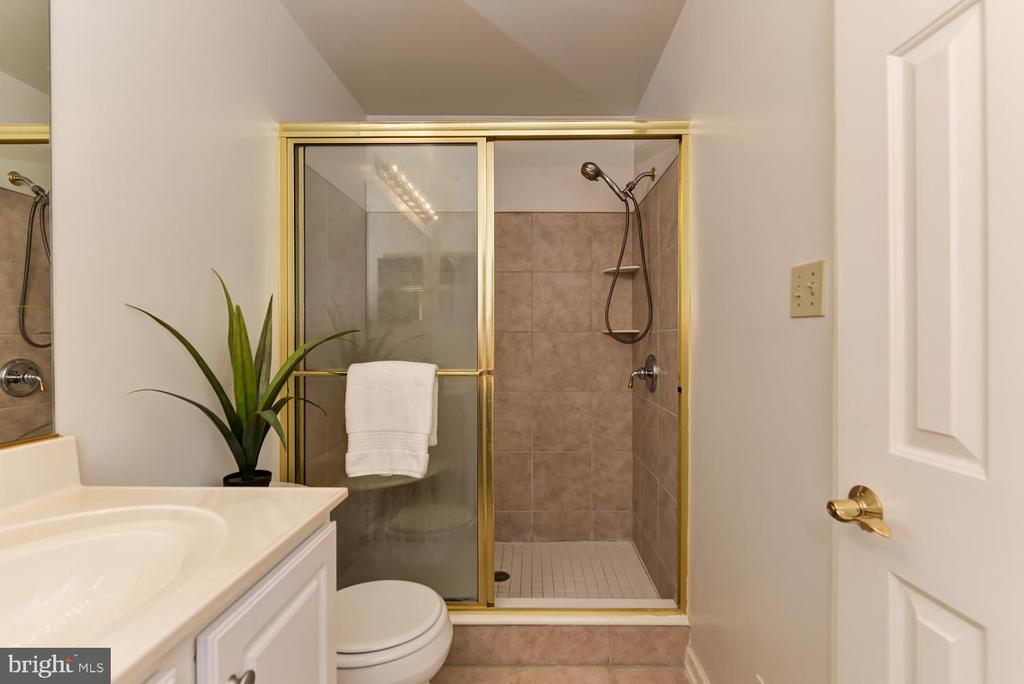 Master bathroom - 2035 PIERIS CT, VIENNA