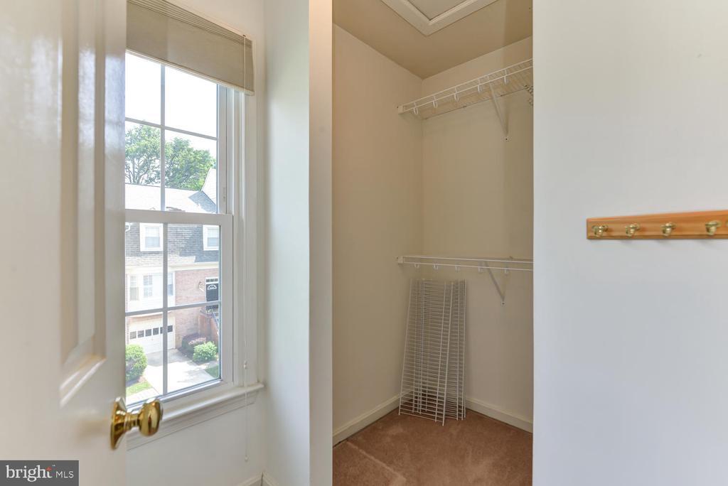 Master bedroom closet - 2035 PIERIS CT, VIENNA