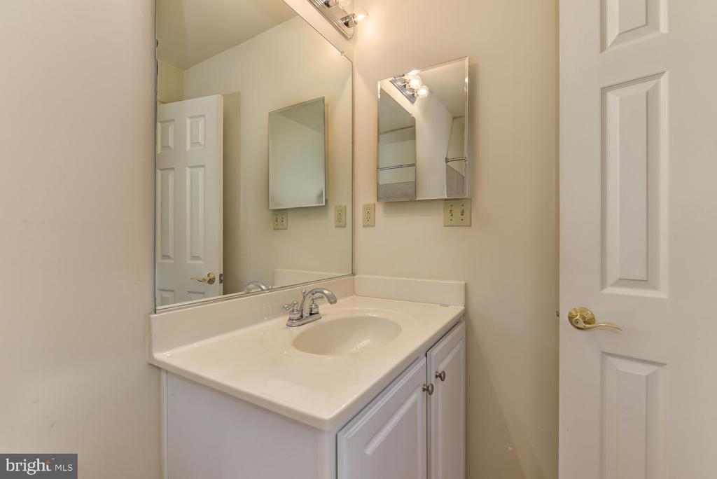 2nd full upstairs bathroom - 2035 PIERIS CT, VIENNA