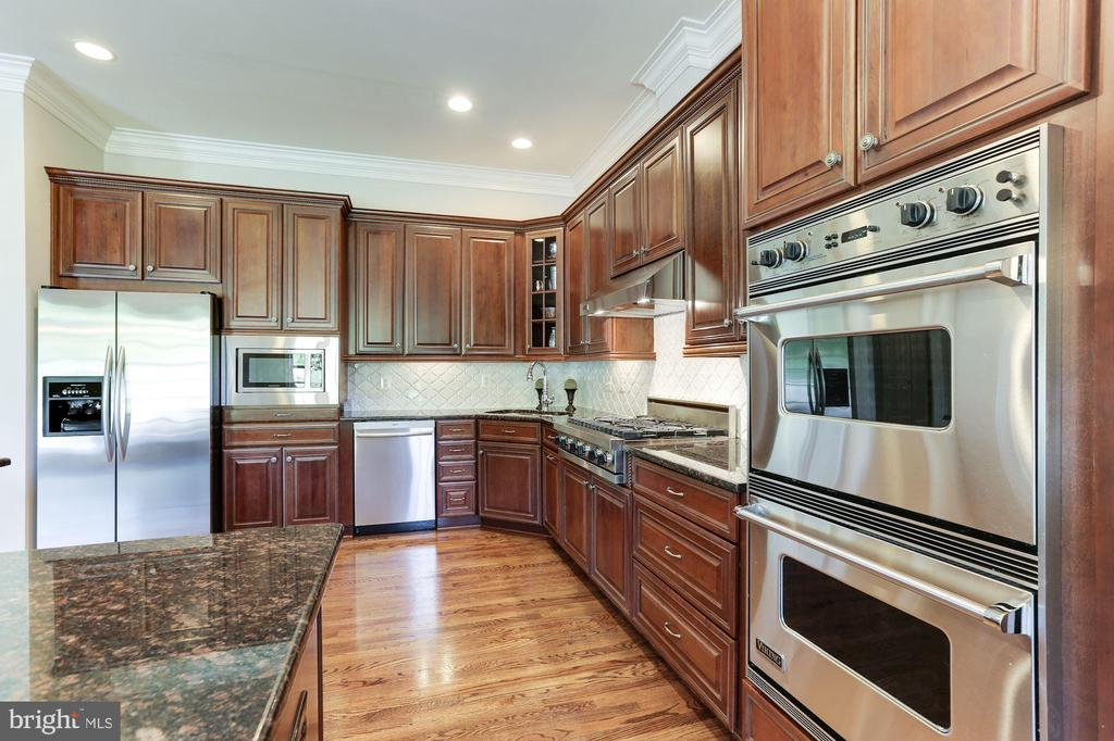 Viking Wall Oven and Cooktop - 16323 HUNTER PL, LEESBURG