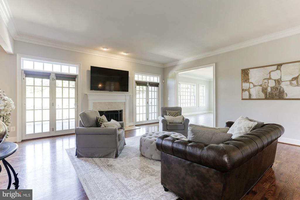 Grand Family Room with Fireplace - 16323 HUNTER PL, LEESBURG