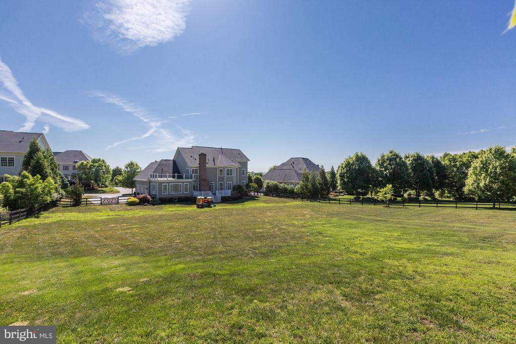 1-acre Lot Backing to the golf course - 16323 HUNTER PL, LEESBURG