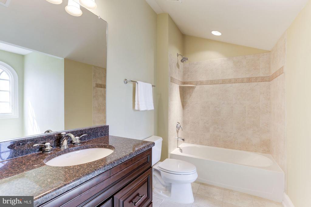Bedroom 2 Bath - 16323 HUNTER PL, LEESBURG