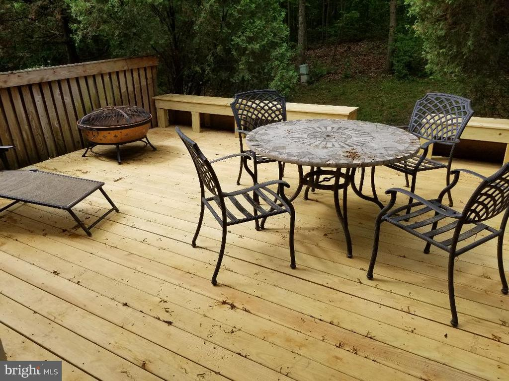 Brand new Large deck off of main level. - 1603 OAK SPRING WAY, RESTON