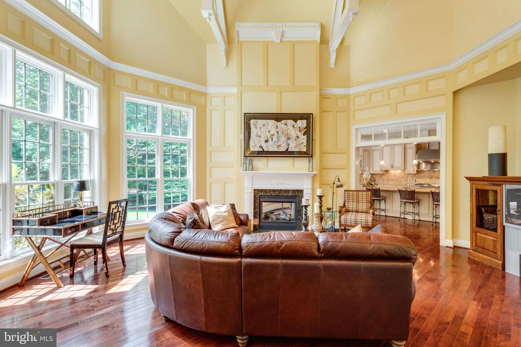 Architecturally Distinctive Beamed Ceilings - 40947 GRENATA PRESERVE PL, LEESBURG