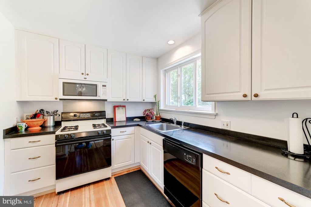 Kitchen - 6106 CLEARBROOK DR, SPRINGFIELD