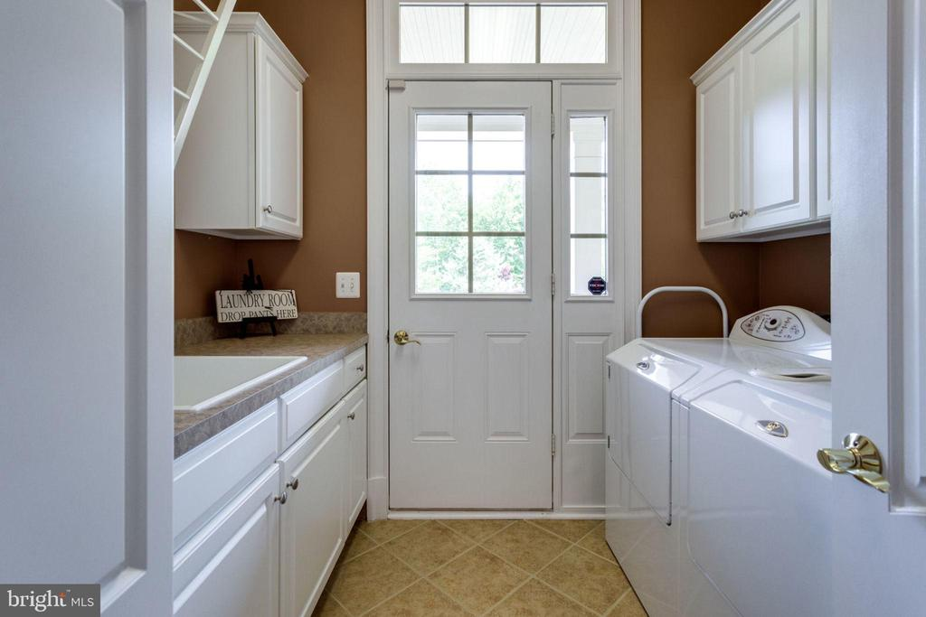 Main Floor Laundry/Mud Room - 40947 GRENATA PRESERVE PL, LEESBURG