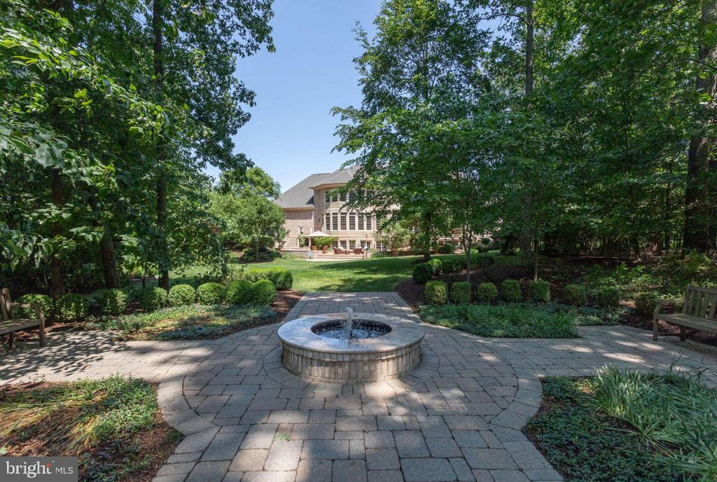 Fountain w/ Paver patio and walk way - 40947 GRENATA PRESERVE PL, LEESBURG