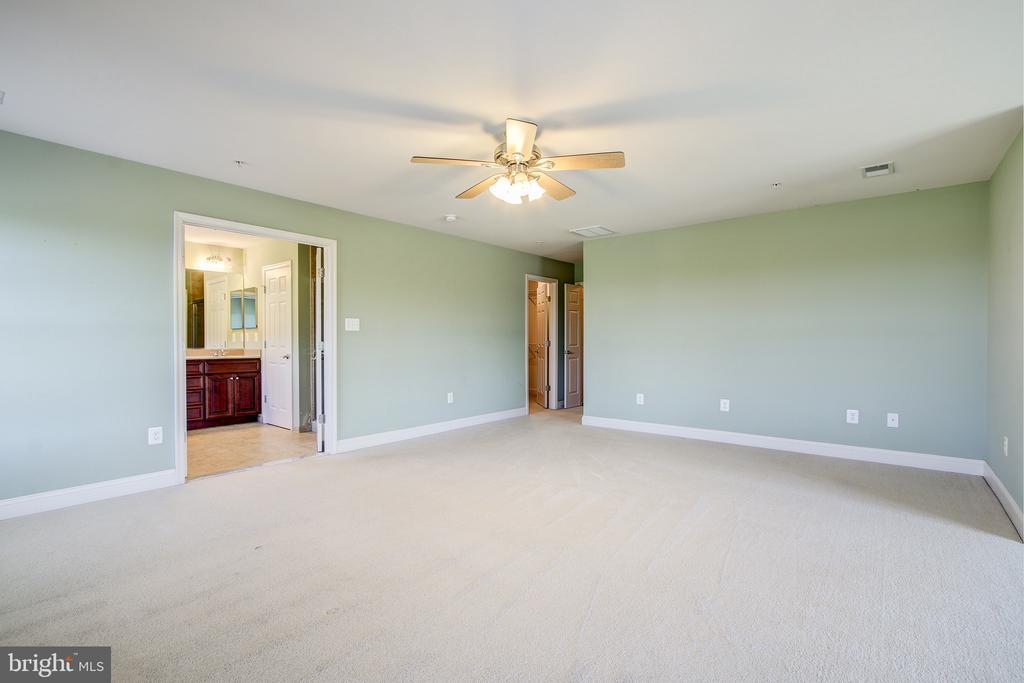 Master Bedroom - 15530 GERMANTOWN RD, GERMANTOWN