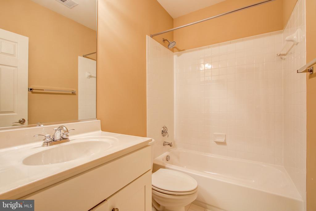 Basement Full Bath - 15530 GERMANTOWN RD, GERMANTOWN