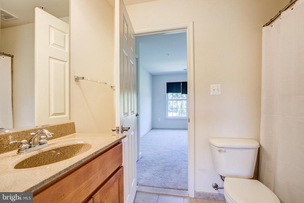 Bedroom 4/5 Jack & Jill Bathroom - 15530 GERMANTOWN RD, GERMANTOWN