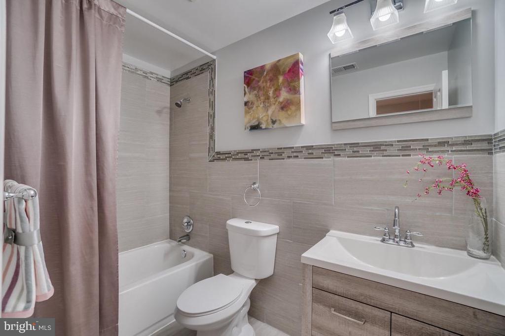 Full Bath - 5356 E ST SE, WASHINGTON