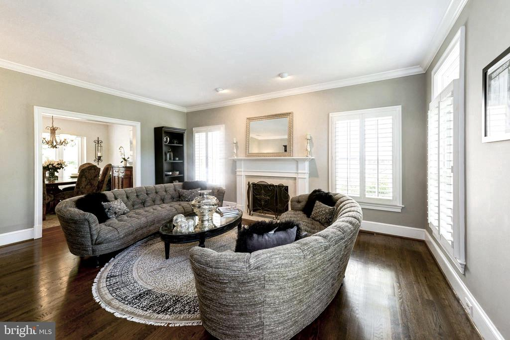 Living room with wood burning fireplace - 9496 LYNNHALL PL, ALEXANDRIA